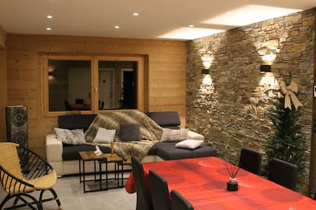 Chalet neuf 8/10 pers 75m2 expo sud vue montagne