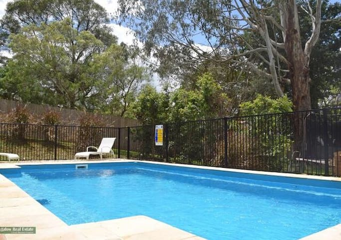 Byron Bay Hinterland Spacious Cape Cod with pool