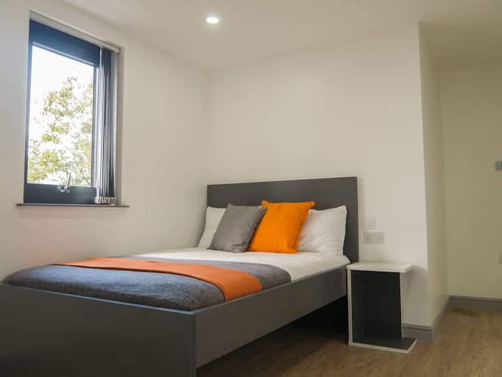 Student Only Property: First Class Mezzanine Studio 2 - LOS 12 months 10% off