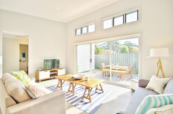 ❤ of Huskisson cw Parking + Patio | 2 min to Beach