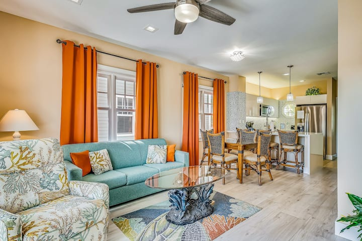 Dreamy Key Townhome w/ Small Splash Pool, Patio, Free WiFi & Central AC!