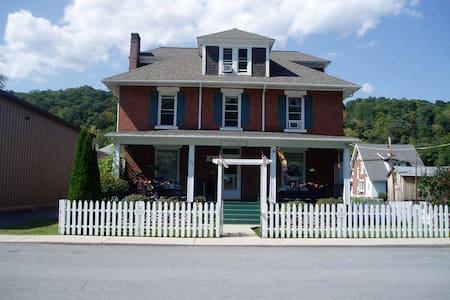 Old Clark Inn Room (2) - Marlinton