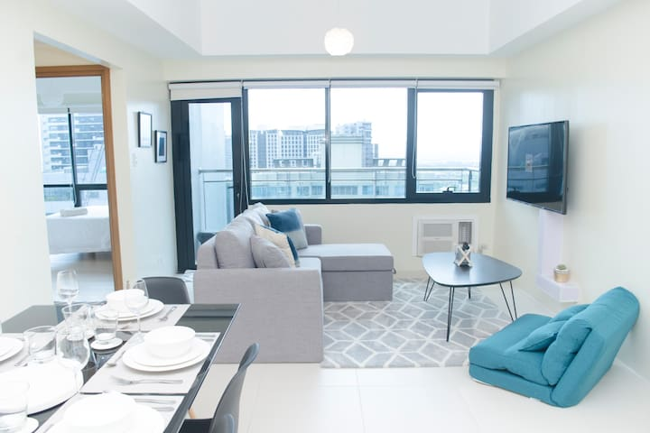 Indigo BGC Bright 1BR Apartment @ ICON