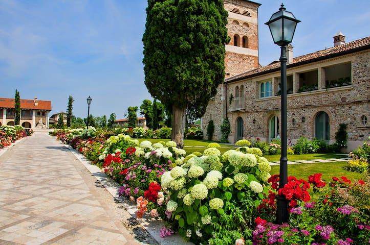 Bilocale nel Borgo del Resort - Pozzolengo - Apartamento