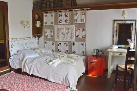 Fyloma #4 - Traditional guesthouse in Pelion - Bed & Breakfast