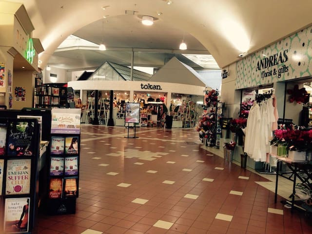 15 minute walk to Avonhead Mall which has restaurant/bar, supermarket and specialty shops