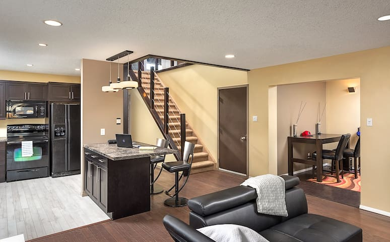 Modern home in safe area and Netflix included