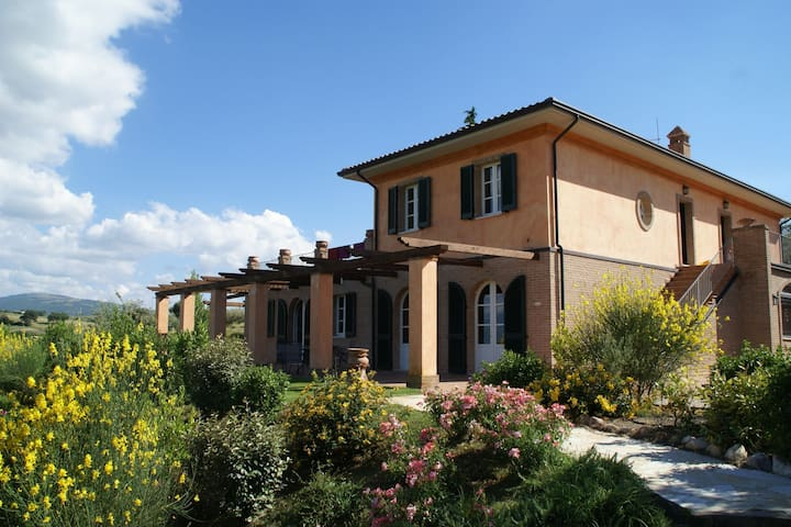 Schöne Wohnung mit Gemeinschaftspool und überdachte Terrasse mit Hängematte