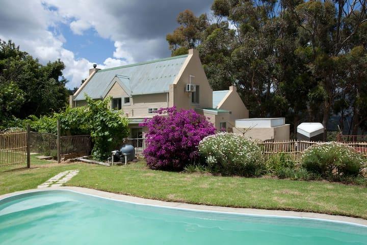 Cardinal Cottage - Mellifera Farm