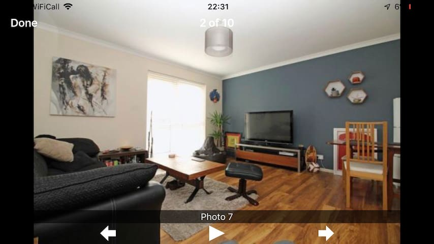 Conveniently located flat close to train line