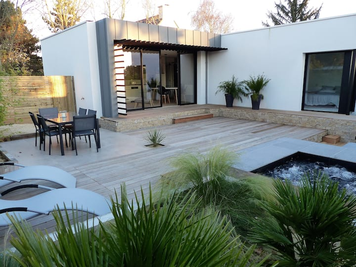 Villa design avec jacuzzi, la plage à pied