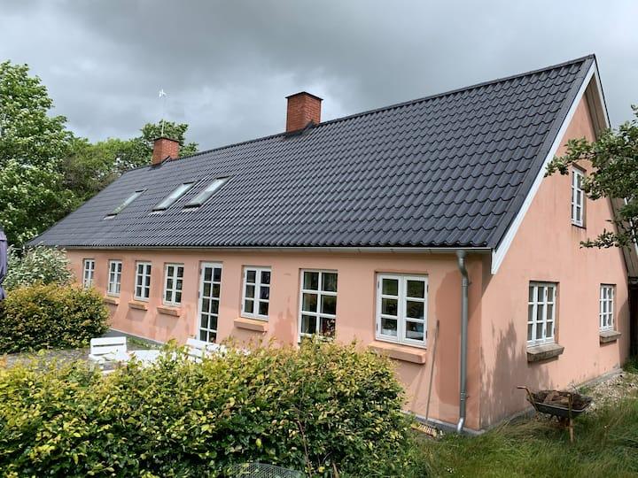 Dejlig idyllisk hus på landet - tæt på Kolind By