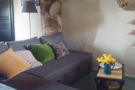 little home dans le vieux Chomérac : 2 chambres - Chomérac - Hus