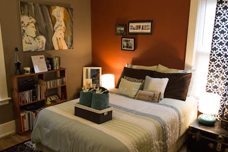 Cozy Room Near Buff State/Elmwood