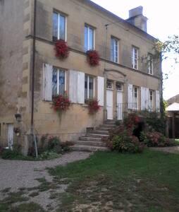 Maison tranquille à la campagne