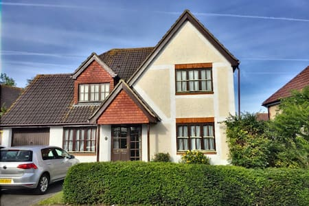 4 bed house with private garden - Braintree - Casa