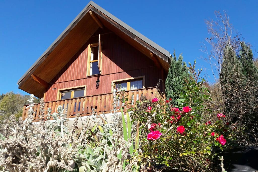 Spectaculary chalet of lake annecy huizen te huur in le chatelard rhone alpes frankrijk - Chalet en bois swan valley ...