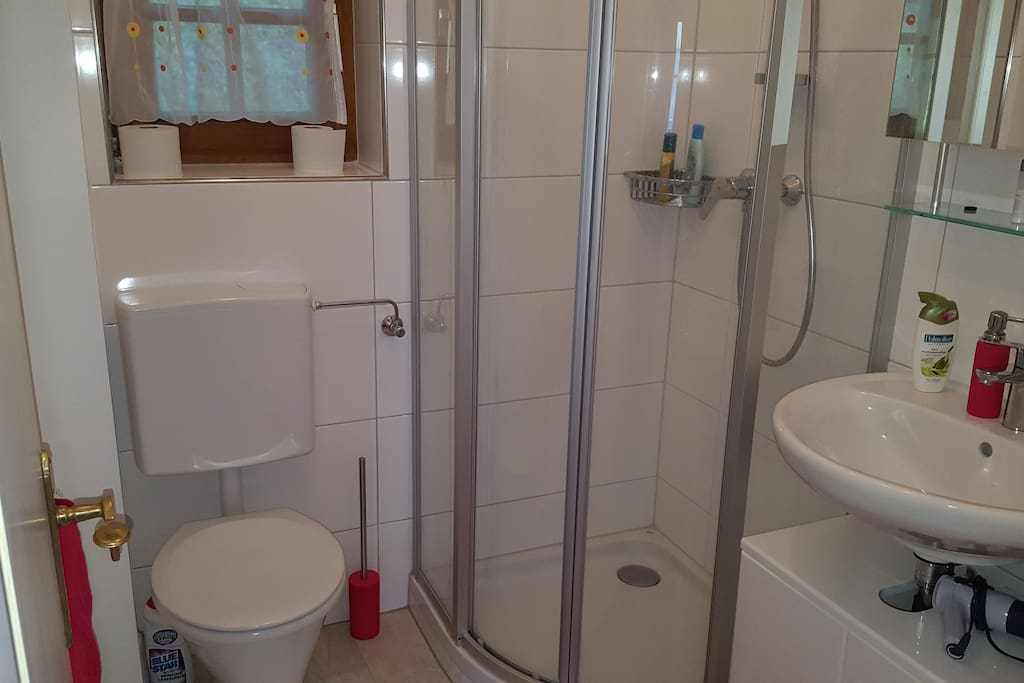 Bad mit Dusche+ WC