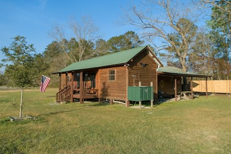 "Freeman Farm ""Love Shack"" Bunkhouse for 7 or 1."
