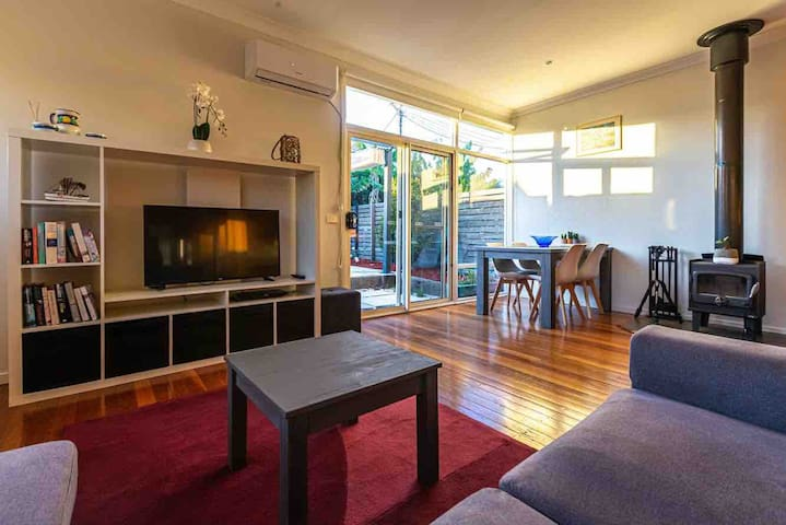 Central Merimbula Apartment-2 minute walk to town