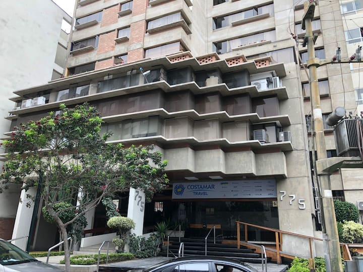 Modern Miraflores tourist area apartment