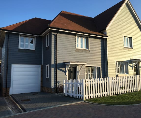 Beautiful 4 Bed / 2 Ensuite Family Friendly House