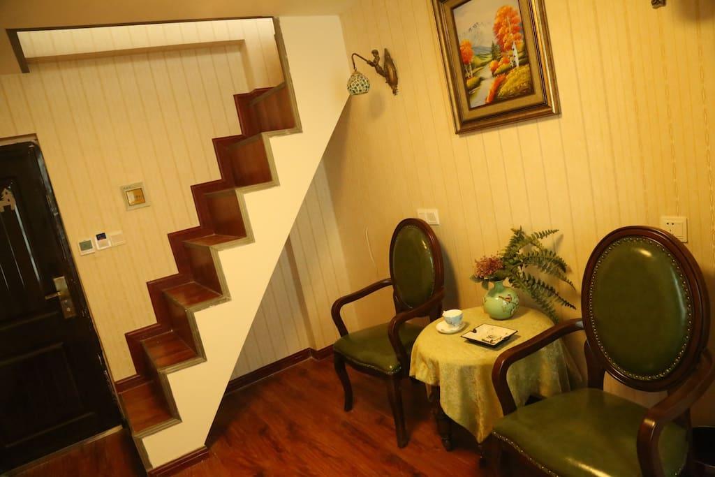 阁楼下的小客厅