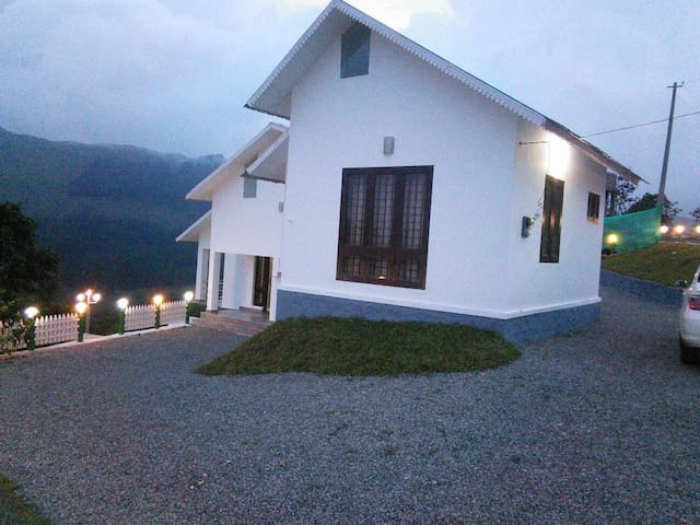 Pine View Home Stay - Vagamon - House