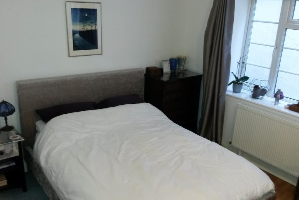 Super-comfy king-size double in spacious room