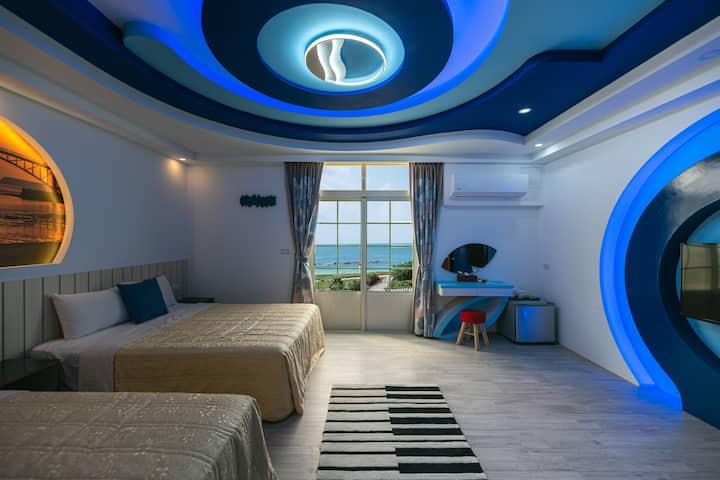藍海風晴-馬公海景四人房 鄰近山水沙灘,步行一分鐘既可抵達山水沙灘