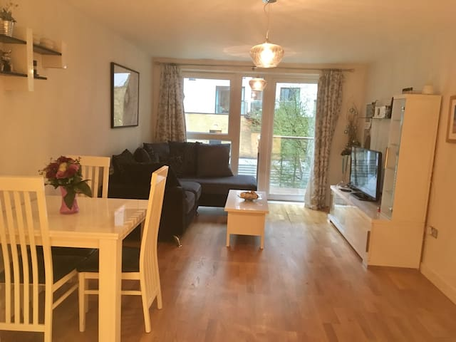Flat for 4 people in Greenwich -with pool and gym