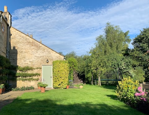 Spacious Cotswold charm - a place all of your own