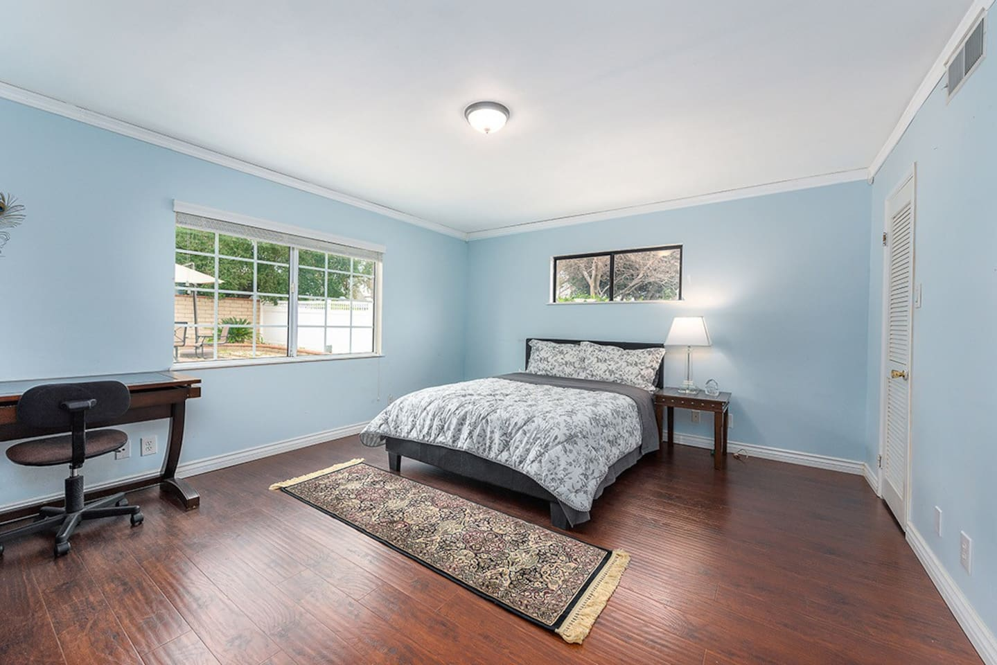 The spacious bedroom, available for adding a single bed, will fit 3 persons in your group, nice relaxing backyard view and walking closet. The single bed is advised in the following picture.