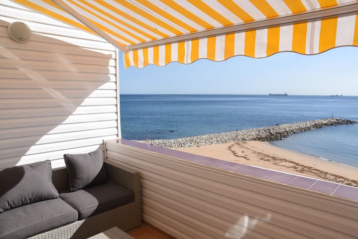 Peaceful beachfront Apt with spectacular views!!