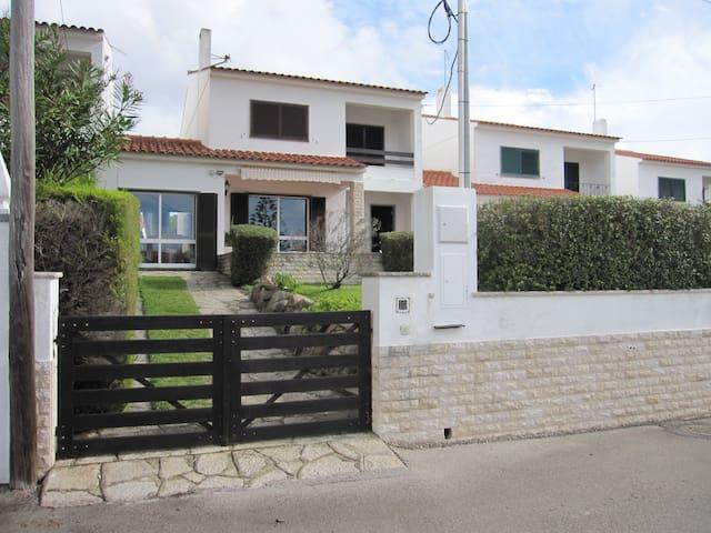 Casa na Praia das Maçãs - Colares - Colares - House