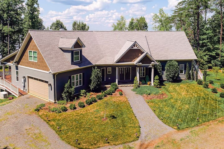 Gorgeous lakefront home w/ multiple fireplaces, game room, theater & beach!