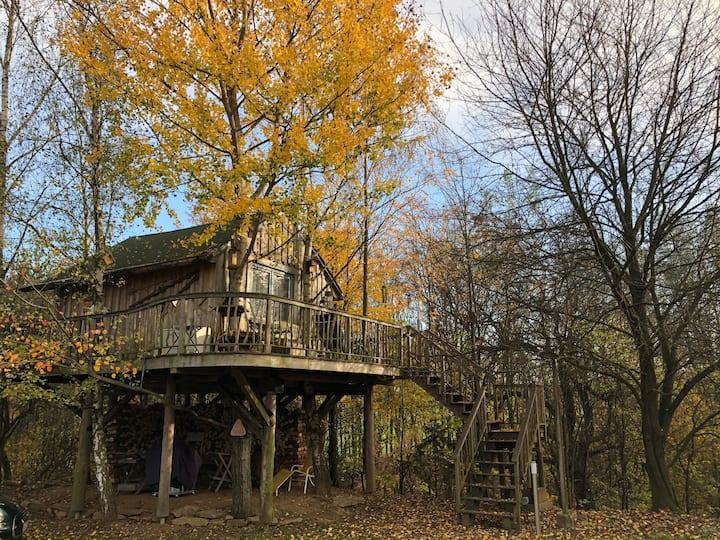 Stilvolles Baumhaus mit Kaminofen sehr kuschelig