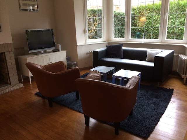 Lovely house with garden in green Uccle, Brussels - Uccle - House