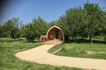 Bramley Pod in rural Hampshire with Hot Tub