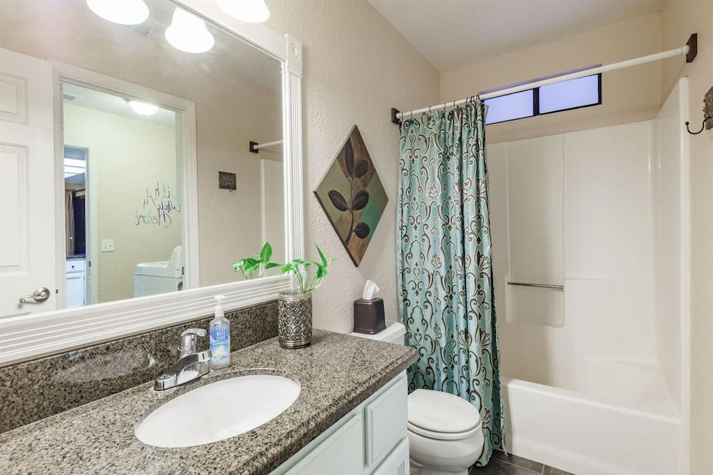 Guest Bathroom. Towels, shampoo/conditioner, body soap, and hairdryer vailable.