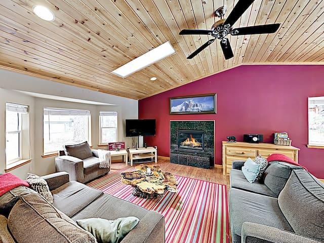 Spacious & Quiet -- Fireplace, Foosball, Deck