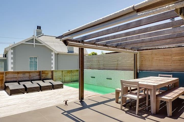 Sunny, secure, wind free house - Cape Town - House