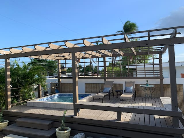 1BR Superb independent apt  in South Paradise Home