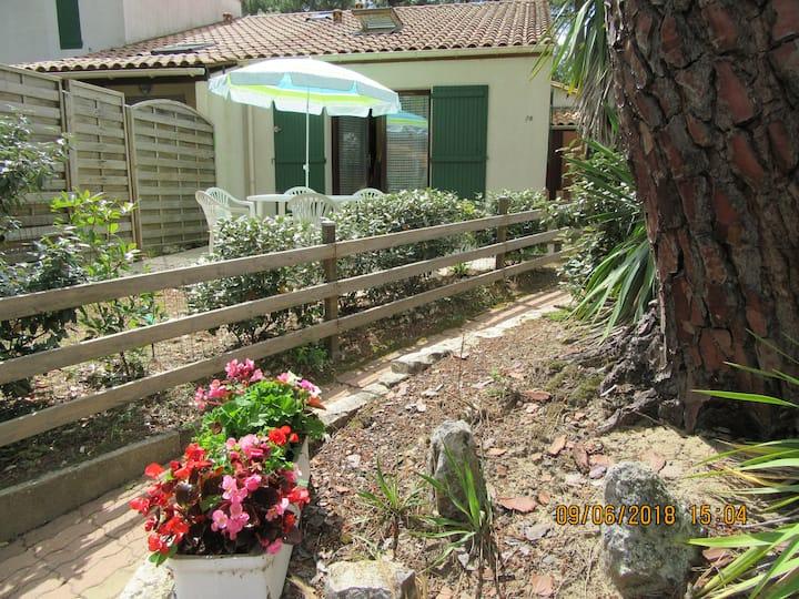 Maisonnette dans résidence avec piscine (5 pers.)