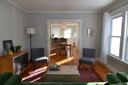 Modern, Bohemian Bungalow. Close to Everything! - Pittsfield - Casa