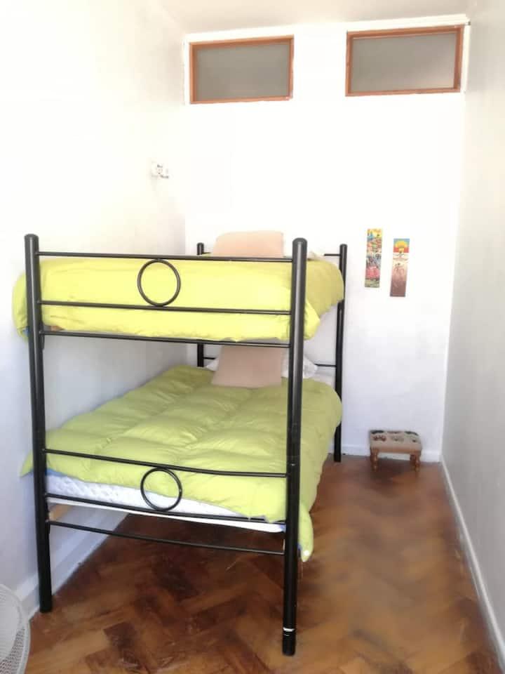 Habitación Doble 2 camas, Litera. Baño compartido