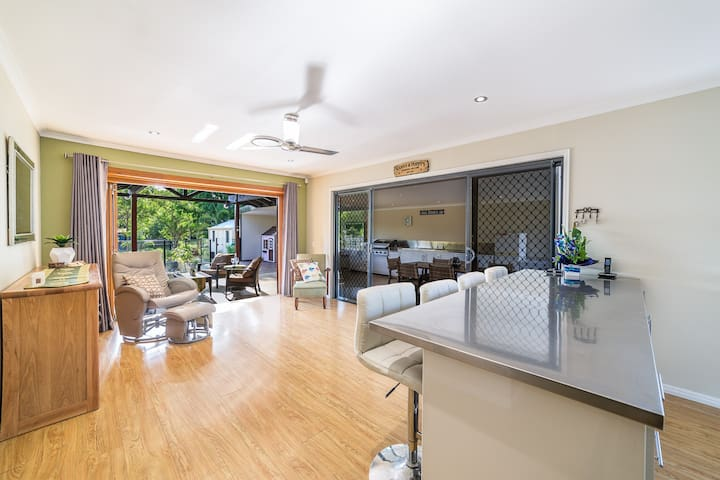 """""""HOLIDAY HAVEN"""" Helensvale ,Gold Coast!!"""