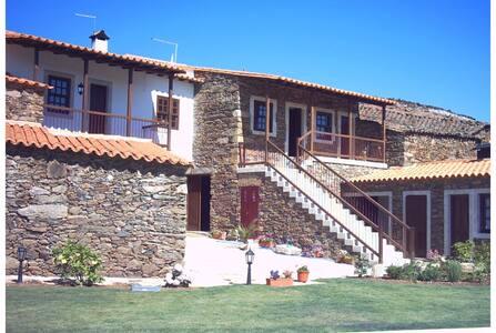 Rural Tourism - Casa Malheiro Pink Room - Macedo de Cavaleiros - ที่พักพร้อมอาหารเช้า
