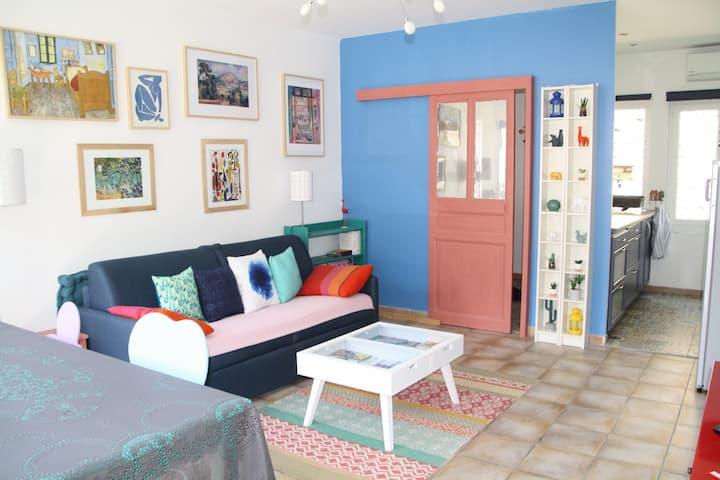 Grand Studio charme Provence climatisé terrasse