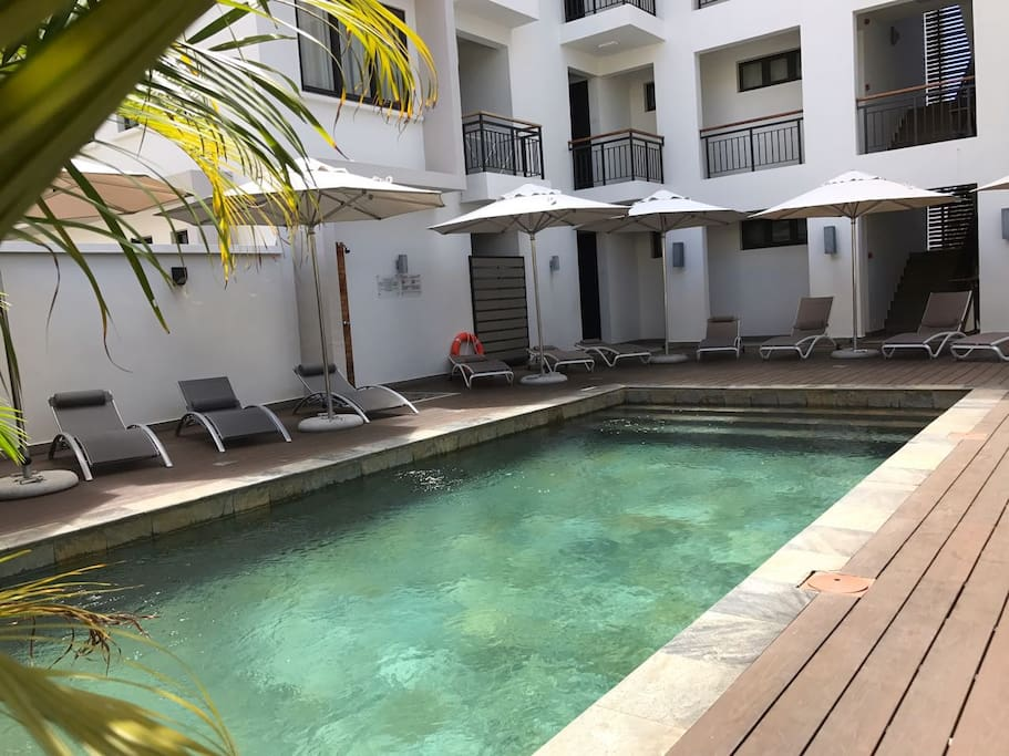 Swimming Pool Closing Service : Modern flat with swimming pool close to the beach